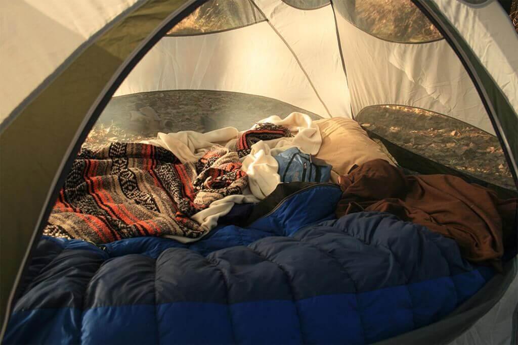 Stort test av sovsäckar för 3-säsong - bästa och billigaste